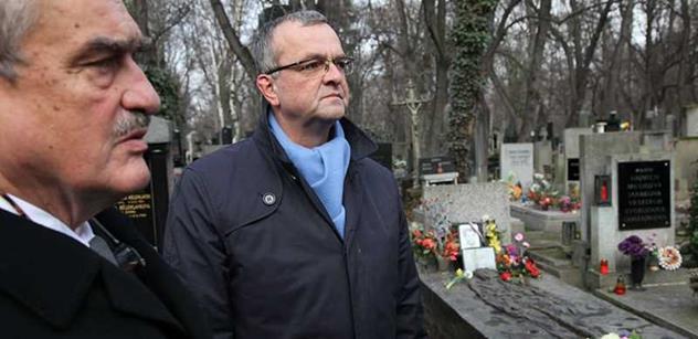 A hele: Matěj Stropnický pojednal téma Jan Palach tak, že už do kavárny nevkročí. Už mu myjou hlavu