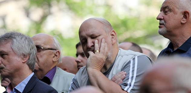 Zástupce seniorů: Začíná totální bída. Jestli ti debilové zavedou euro, Bůh nám pomáhej
