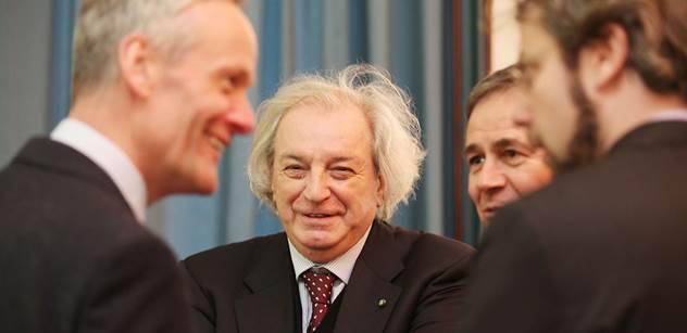 Velká hádka velvyslanců na pražské konferenci. Uklidňovat situaci museli Cyril Svoboda a italský novinář