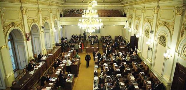 Poslanci schválili rozpočet, schodek má být 100 miliard korun. Návrh na omezení peněz prezidentovi neprošel