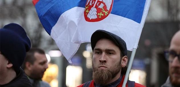 """""""Krvavá Madlenko, ty jsi jen prachsprostá zlodějka!"""" """"Český národ nikdy Kosovo neuzná"""". Připomínka """"dne uloupení"""" byla ještě bouřlivější, než jindy"""