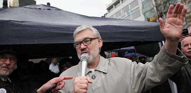 Pane Šimíčku, to už je jak z Bohnic, kroutí hlavou bývalý kolega. Šílený soudce, bigotní havlista, komplot zastavený prezidentem Zemanem