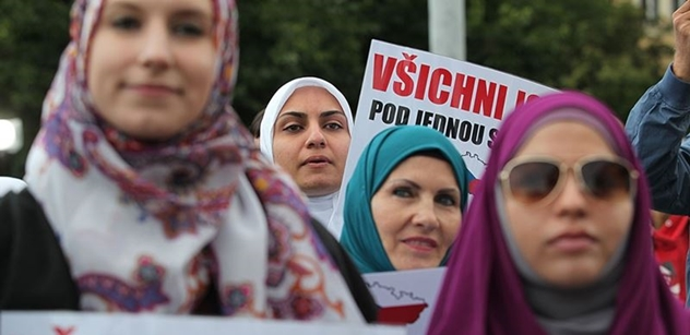 Holky dopředu, kluci dozadu. Cože?  Muslimská škola pobouřila Švédsko