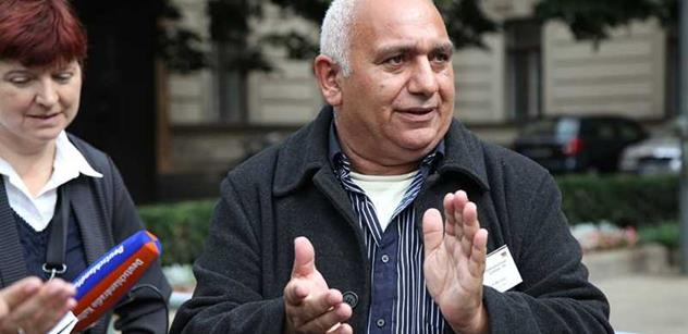 Do roka a do dne se všichni Romové sjednotí, věštil v televizi předseda jejich partaje