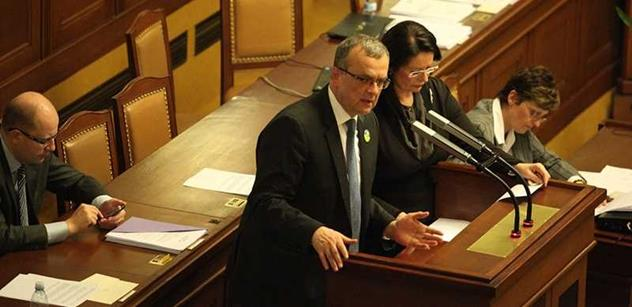 Kalousek dal do ticha sněmovny významnou nabídku vládě. Podívejte se