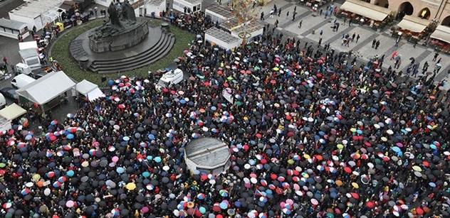 Proč jste přišli demonstrovat proti Benešové? Některé odpovědi účastníků vás překvapí