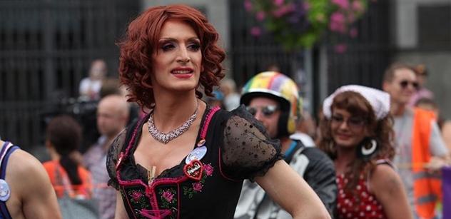 Transgender muž porodil dítě. Komentátor si přitom vzpomněl na rozdojeného kozla