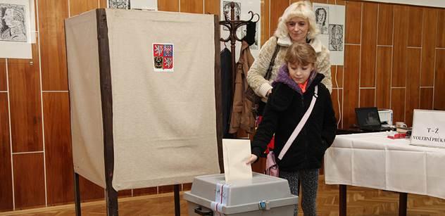 Lidé k volbám chodí méně. Volební účast se drží lehce nad 50 procenty