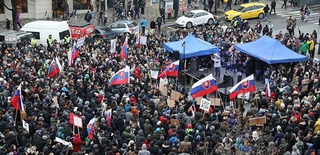 Za předčasné volby na Slovensku se demonstruje nejen v Bratislavě, ale i v Praze a v Brně