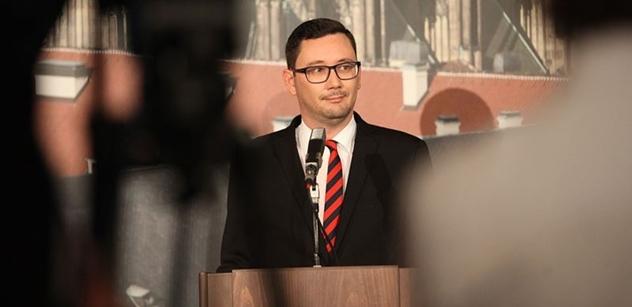 Když člověk vidí ten ksicht… Jiří Ovčáček odpálil první petardy. Do oken cenzurního úřadu, TOP 09, umělecké kavárny a mnohých dalších