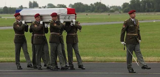 Analytik Martin Koller předkládá drsnou pravdu o prohrané válce v Afghánistánu a napomíná Čechy: Levné děvky, chlast a zlodějna, tak je vnímán náš stát