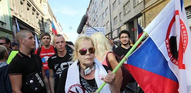 """""""Smrt bruselským bastardům!"""" bouřilo se na demonstraci proti imigrantům a vládě. A tady jsou slova samotného svolavatele"""