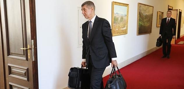 Andrej Babiš prozradil, jak funguje Úřad vlády za Sobotky: 1,3 miliardy ročně na lidi jako Špidla a Pícl. Utrácí se za chlebíčky, fidorky...