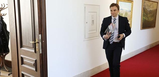 Mluvčí premiéra jde do boje. Vytáhl na světlo dokumenty, které Sobotka Zemanovi v minulosti poslal