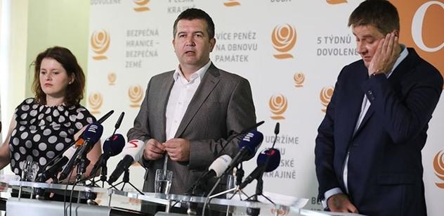 "Jak se ČSSD postaví k žalobě na Zemana? Otázka cti. A kritika ""povstalců"". To vše padlo na ČT"