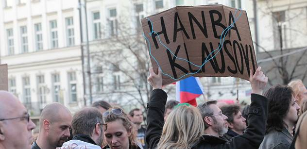 ProAlt protestuje na pražském Klárově. Proti Nečasovi