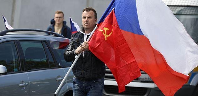 """""""Českej srab?"""" Tož toto tady nebude! Aktivista, který bránil sochu Koněva, řádil v pražské galerii. Co jej rozčílilo?"""