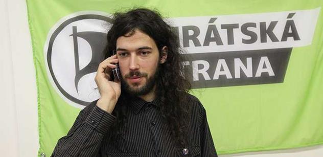 Mikuláš Ferjenčík popsal představy Pirátů o referendu. Došlo i na Okamuru