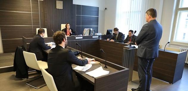 """Soudkyně potrestala kritiku ČT, protože byla """"dryáčnická"""". Dříve šla """"na ruku"""" Sobotkovu vlivnému spolužákovi Pokornému"""