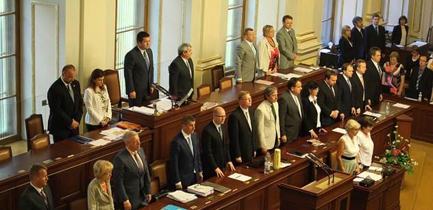 Poslanci budou pokračovat v projednávání služebního zákona
