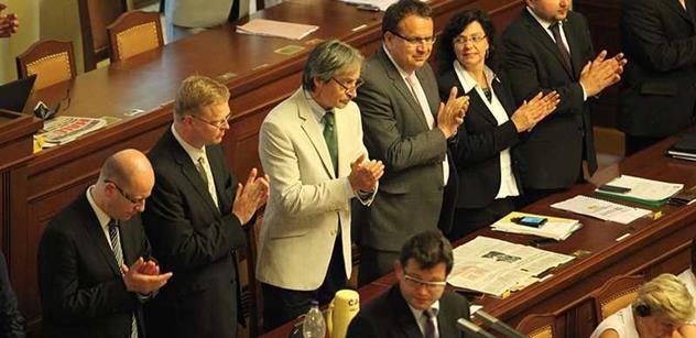 Schůze Poslanecké sněmovny byla pro dnešek ukončena. Bude pokračovat ve středu