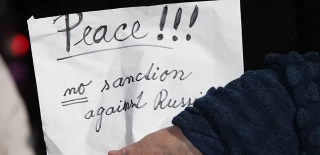 Originální názor: Sankce musíme držet, abychom se necítili jako pitomci
