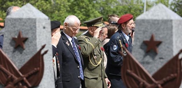 """SSSR nás v roce 45 dobyl? """"Ano!"""" """"Fuj!"""" Schwarzenberg, Ovčáček, Gazdík a Okamura sáhli na plotnu"""