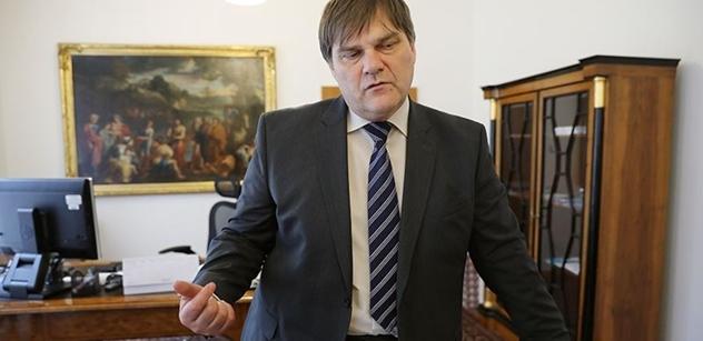 Diplomat Jindrák v rádiu prozradil: Merkelová o Zemanovi říká, že...