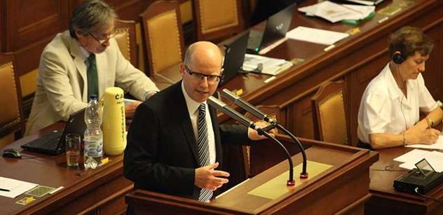 Sobotka hájil v rádiu ústupky: Kdybychom se nedohodli, opozice zablokuje parlament a všichni jsou znechucení
