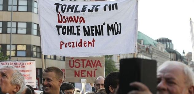 V Českém rozhlasu přepočítali demonstranty z Václaváku. Nebylo jich 30 tisíc, ale 8300. A Šafr se neudržel: Je mi z vás na blití!