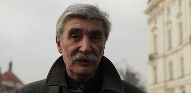 Bátorova rezignace potvrdila pokrytectví, tvrdí profesor Keller