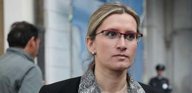 Ministryně čelí výhrůžkám, prý musela odjet z Prahy. A ukazuje na Hudečka