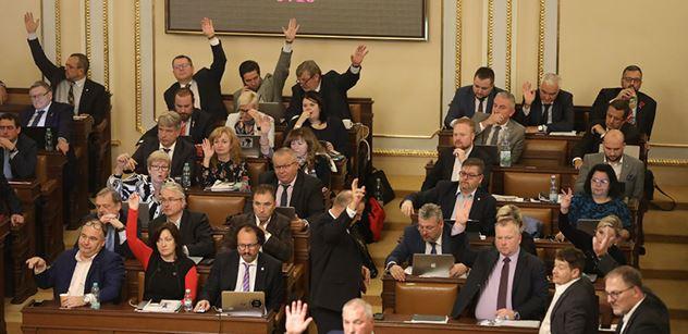 Sněmovní výbor projedná rozpočet. Očekává se, že budou létat miliardy
