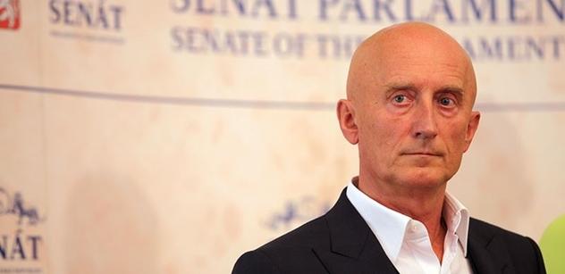 Babiš křivě obviňuje podnikatele, pustil se do vicepremiéra senátor Valenta
