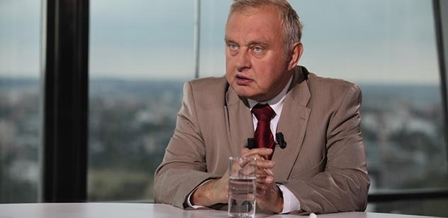 Ransdorf: Šílenci jako Merkelová vládnou EU? Tudíž...