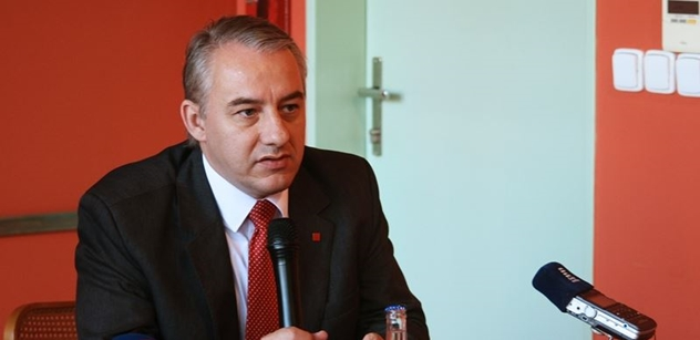 Odboráři a vláda budou jednat o růstu platů, zasedne i tripartita