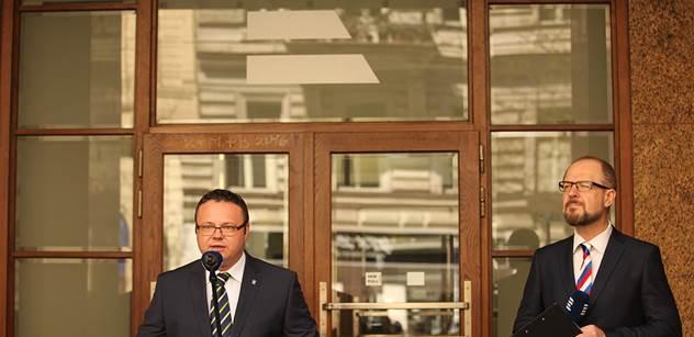 Co to vysíláte, ptal se posluchač Českého rozhlasu, když slyšel o havárii v centru Prahy