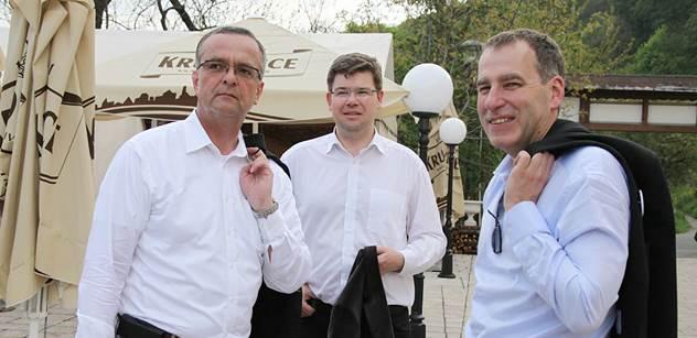 Mezi inteligentními lidmi máme zastání, řekl Kalousek. Byli jsme s veselými lídry TOP 09, jeden z nich dostal meč