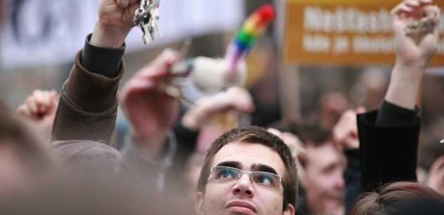 Internetový revolucionář: Nejsem pro násilí, ale potkat politika, zfackuju ho