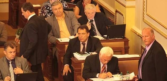 Národe, tihle poslanci odmítají spláchnout 250 miliard do Řecka