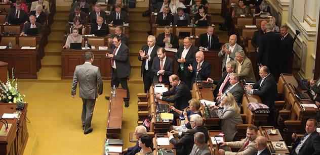 Co včera nesmělo zaznít: Přinášíme hodně drsný protiuprchlický projev poslance, kterému zabránili mluvit ve Sněmovně