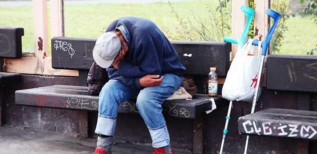 Města řeší bezdomovectví nejvíc sociální prací, nejméně bydlením