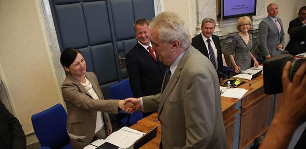 Prezident Zeman přijal demisi Jourové. Čeká ji slyšení v europarlamentu