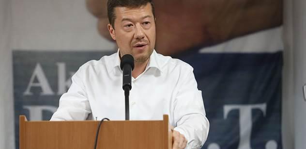 Škoda, že Sobotka odešel, byl tak neschopný... Tomio Okamura rozjel těžkou kanonádu proti ČSSD. A vytasil ceny za ubytování migrantů