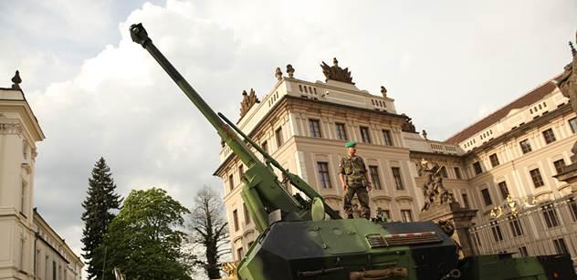Vyzbrojování české armády. Je zde alarmující zpráva