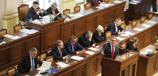 Poslanci by mohli začít projednávat vládní změny v důchodech