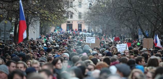 Takže apolitická akce k uctění 17. listopadu? A co ty rudé trenky, ukrajinská vlajka a šéf muslimů... První politické reakce na dnešní Albertov