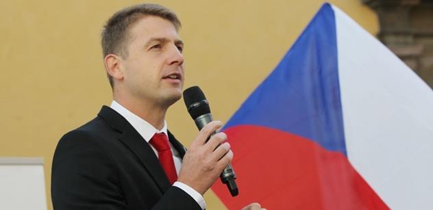 Bývalý eurposlanec Mach se vzdal postu lídra Svobodných pro volby do europarlamentu, důvodem je i neúspěch s plánem na koalici s Realisty