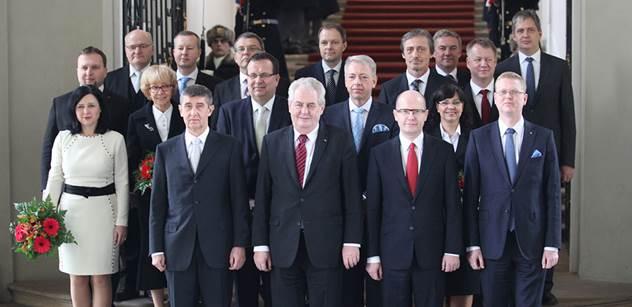 """Nová vláda začala """"zostra"""", sto dní hájení nedostane, píše tisk"""
