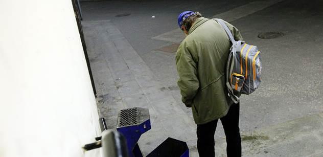 V Česku přibylo dolarových milionářů. Přesypaly se k nim peníze od rostoucí skupiny chudých?